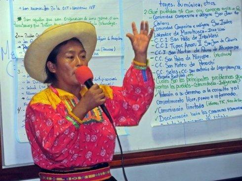 En una exposicion de la Formacion de la Escuela Intercultural e indígena en Chiclayo